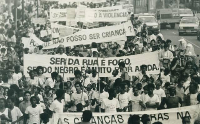 Fotografia: Manifestação organizada pela Pastoral do Menor em 1987