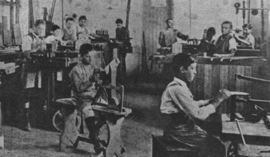 O modelo de assistência centralizada aos menores de 18 anos foi instalada no Governo Getúlio Vargas.