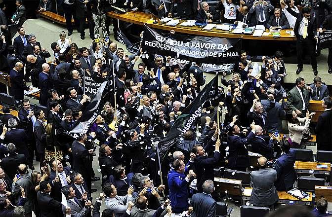 Aprovado debaixo de polêmica, o texto ainda será votado em segundo turno na Câmara e, caso aprovado, no Senado.