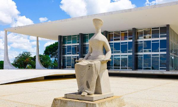 STF - Inconstitucional san��o a emissora por programa fora do hor�rio indicativo