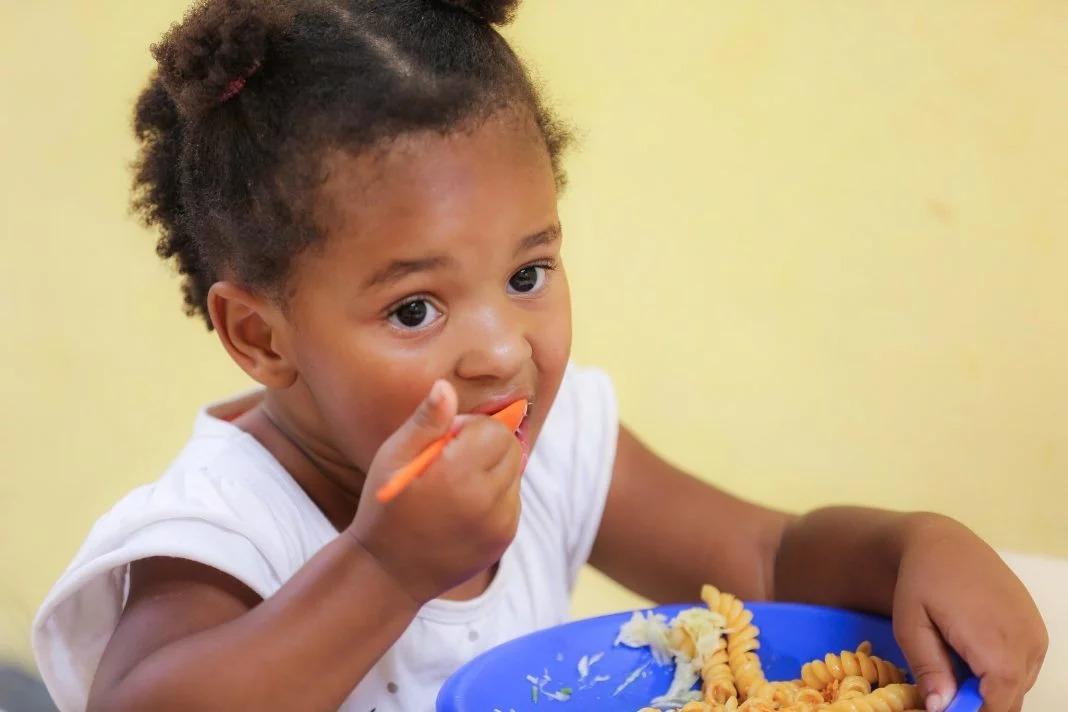 BOAS PRÁTICAS - Floripa cria cartão-merenda para crianças carentes sem aulas