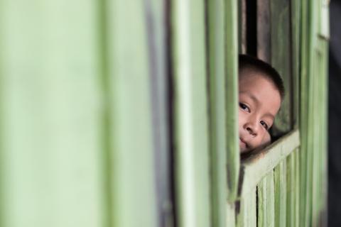 """""""É urgente proteger crianças e adolescentes contra a violência durante o isolamento social"""", alerta UNICEF"""