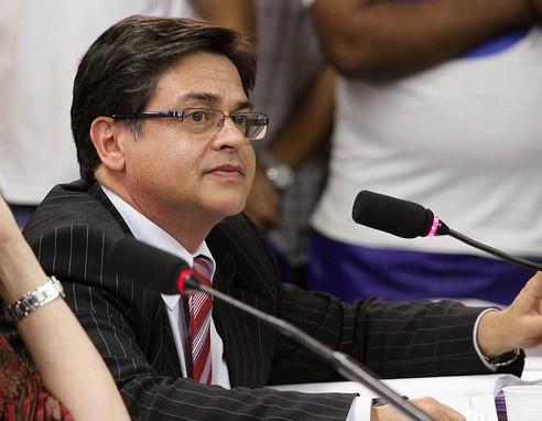 EDUCAÇÃO - Câmara aprova cuidador nas escolas para alunos com deficiência