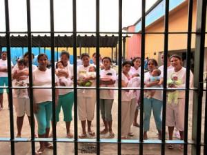Senado aprova visita dos filhos a pais presos