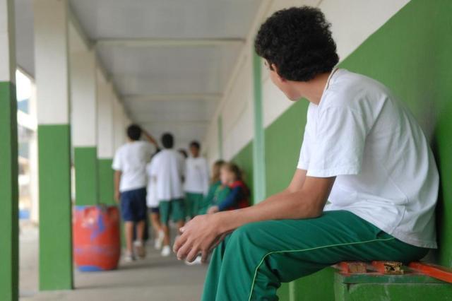 BULLYING - No início da adolescência pode causar depressão mais tarde