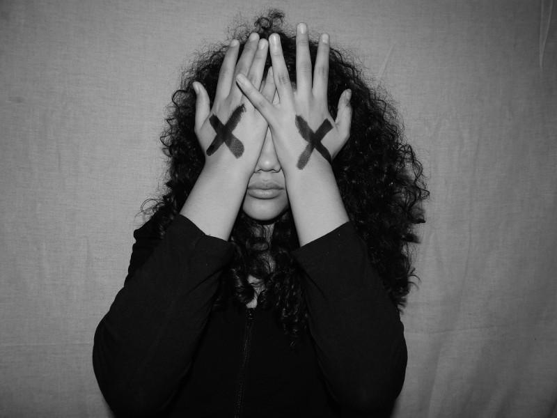 PUBLICAÇÃO - Promotora lança cartilha para jovens sobre relacionamento abusivo